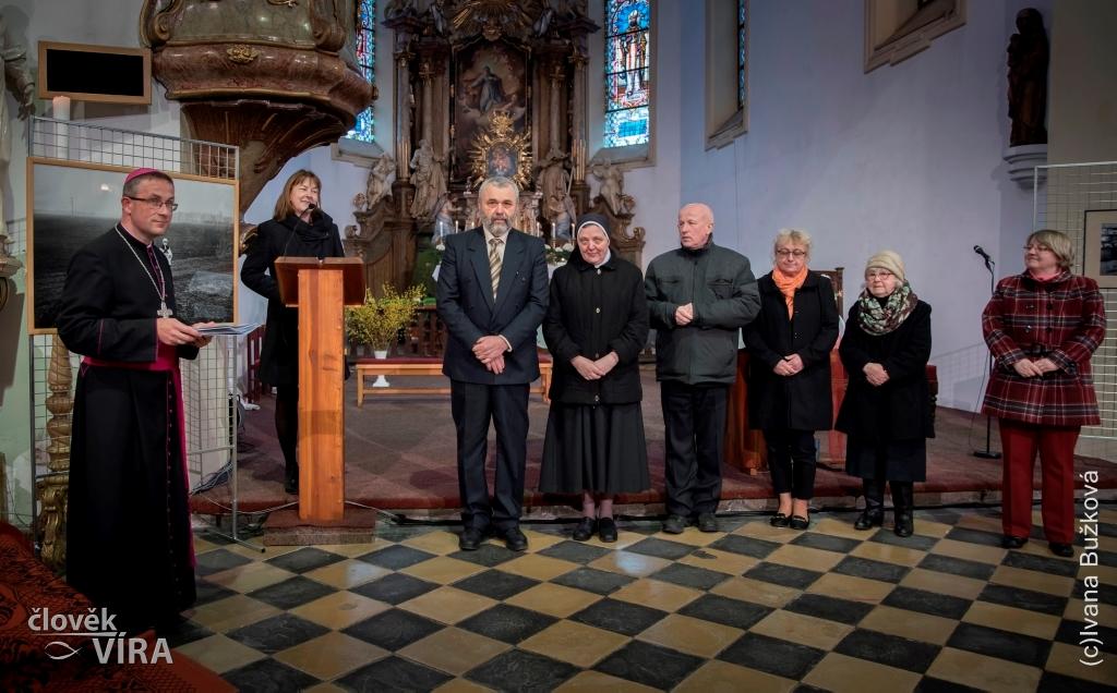 058935101db 4. mši sv. v kostele sv. Bartoloměje v Odrách. Touto bohoslužbou začal  poslední den jubilejní 25. celostátní přehlídky církevních škol v zájmové  umělecké ...