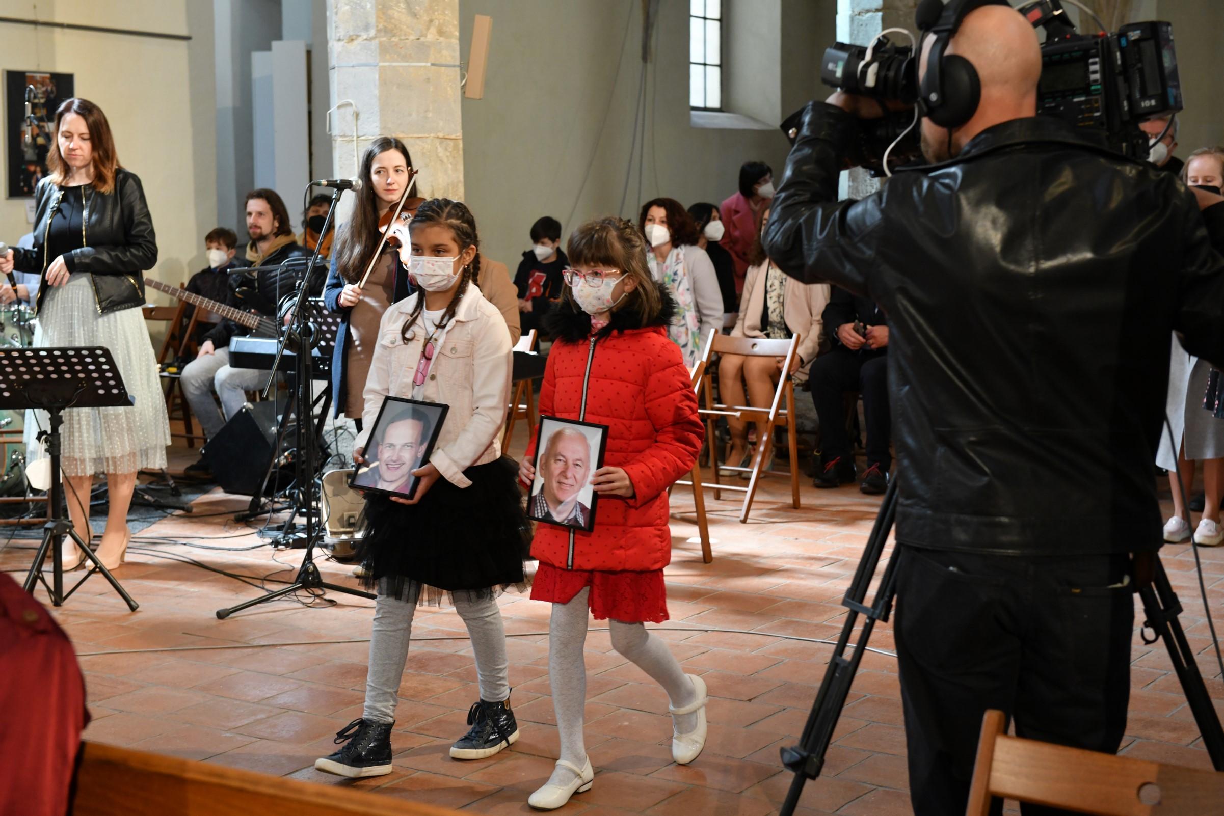 Fotogalerie: Děkovná mše svatá za 15 let vysílání televize Noe s arcibiskupem Graubnerem